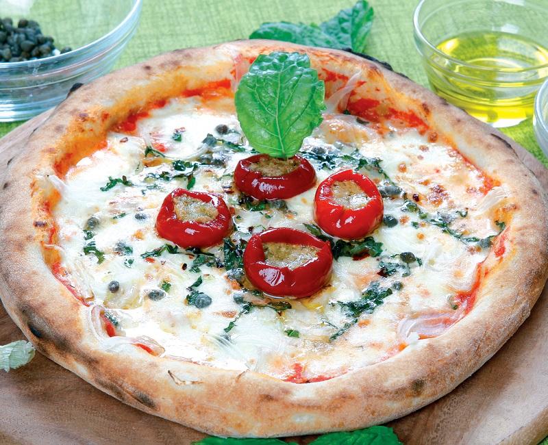 Coppery Montoro onion pizza and tuna chillies